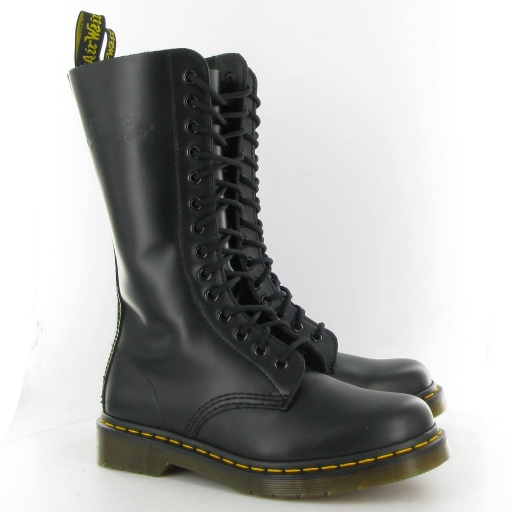 2be1ce0be2b14 Dr Martens Genuine Classic Biker Black 14 Eye Mens Leather Combat Boot 1914  Z